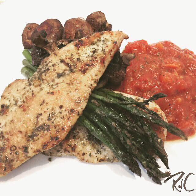 Herbed Chicken with Tomatoe Sauce, Asparagus & Mushrooms